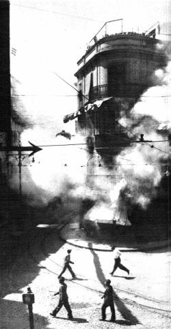 """Incendios durante la """"Sanjurjada"""" en Sevilla en agosto de 1932 fotografiados por Pepe Campúa para como enviado  especial de Mundo Gráfico"""