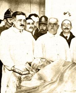 Fotomontaje del cadáver de Eduardo Dato tras el atentado, publicada en Mundo Gráfico el 16 de marzo de 1921