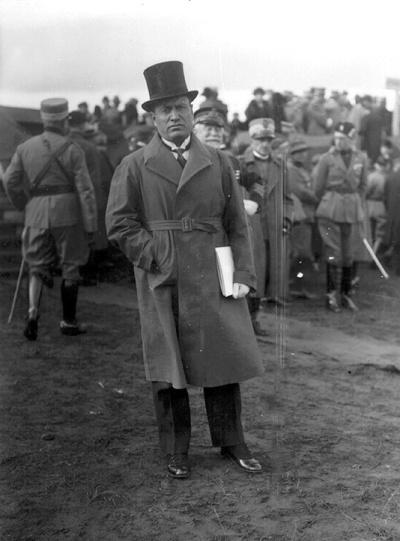 """Benito Mussolini retratado por José Demaría Vázquez """"Campúa"""" durante el viaje de los reyes y Primo de Rivera a Italia"""