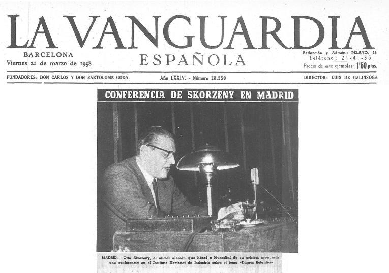 """Cabecera y fotonoticia de La Vanguardia con el pie: MADRID.- Otto Skorzeny, el oficial alemán que liberó a Mussolini de su prisión, pronuncia una conferencia en el Instituto Nacional de Industria sobre el tema """"Diques flotantes""""."""