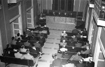 El público asistente a la conferencia de Otto Skorzeny en el Instituto Nacional de Industria. Foto tomada el 19 de marzo de 1958 por Campúa