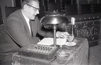 Otto Skorzeny en la conferencia en el Instituto Nacional de Industria. Foto tomada el 19 de marzo de 1958 por Campúa