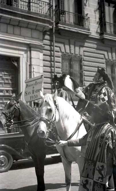 Pregón de San Isidro que dio inicio a las fiestas en Madrid en 1950, fotografiado por Campúa el 7 de mayo de dicho año